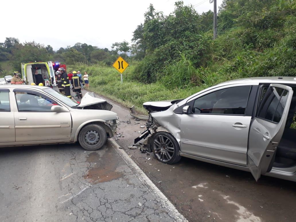 Acidente envolveu dois carros na BR-470 em Rodeio