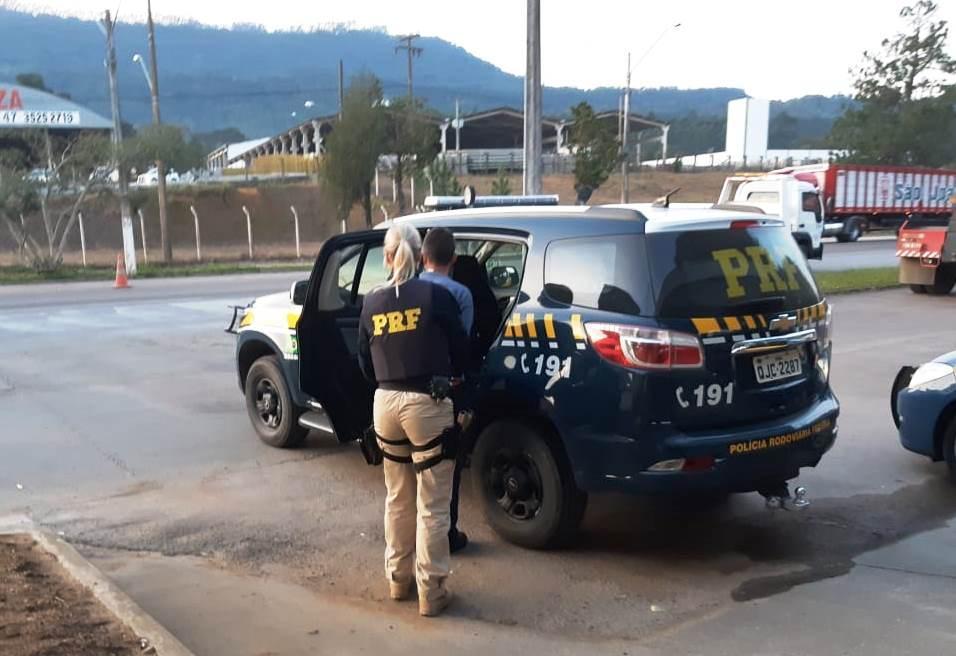 Homem com CNH falsa é preso na BR 470 em Rio do Sul