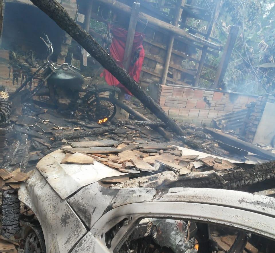 Homem ateou fogo na casa, malharia e estufa da ex-mulher, em José Boiteux