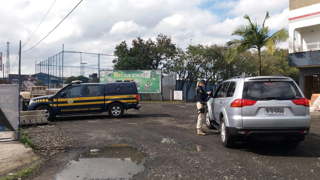 PRF realiza fiscalização na BR-470 em Pouso Redondo