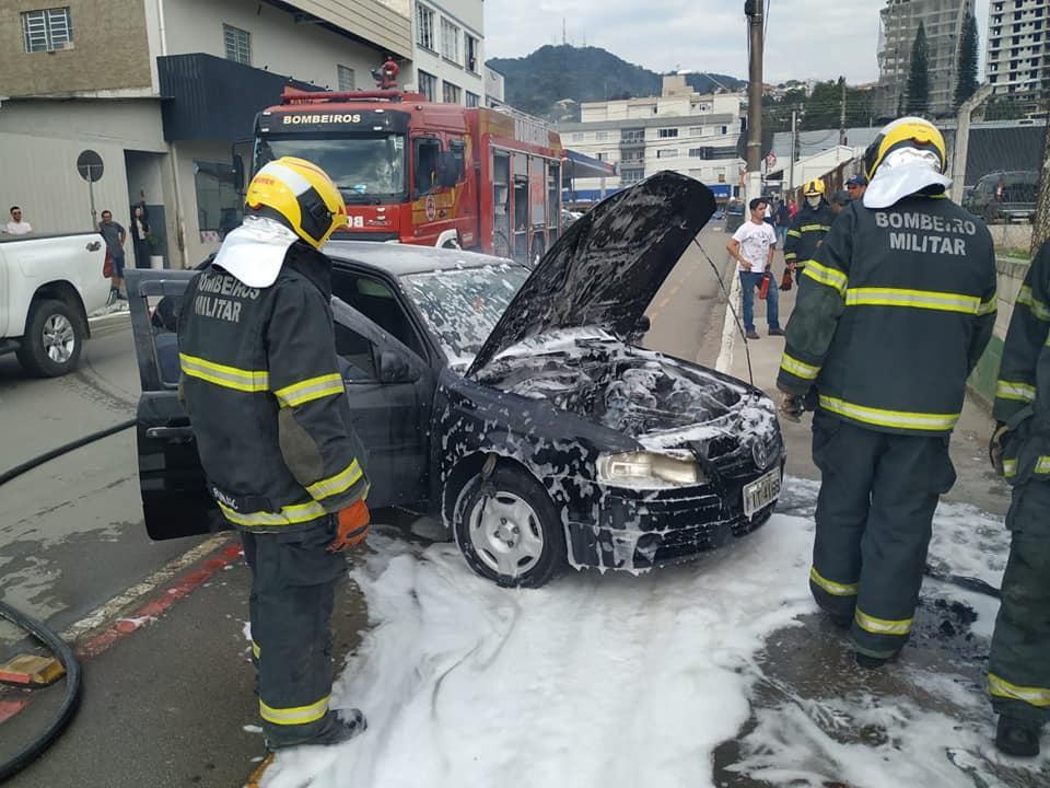 Veículo pega fogo em Rio do Sul