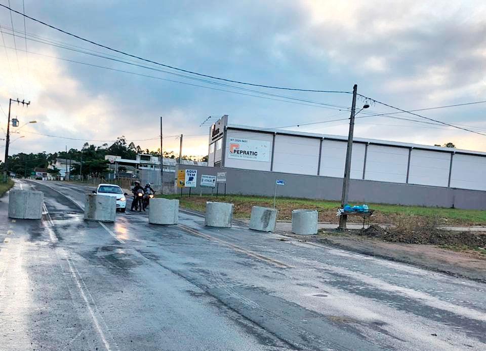 Rio do Sul: estruturas de restrição em acessos da cidade começam a ser instaladas