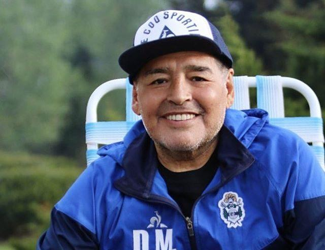 Ídolo do futebol Diego Maradona morre aos 60 anos