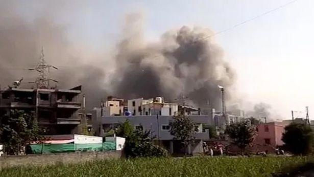 Incêndio atinge a maior fábrica de vacinas contra Covid-19 do mundo, na Índia